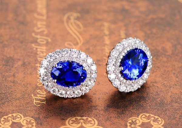 5.54ct Natural Blue Tanzanite in 18K Gold Earring