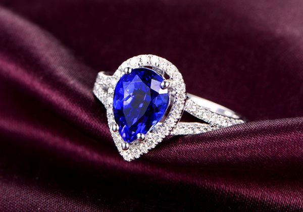 2.5ct Natural Blue Tanzanite in 18K Gold Ring