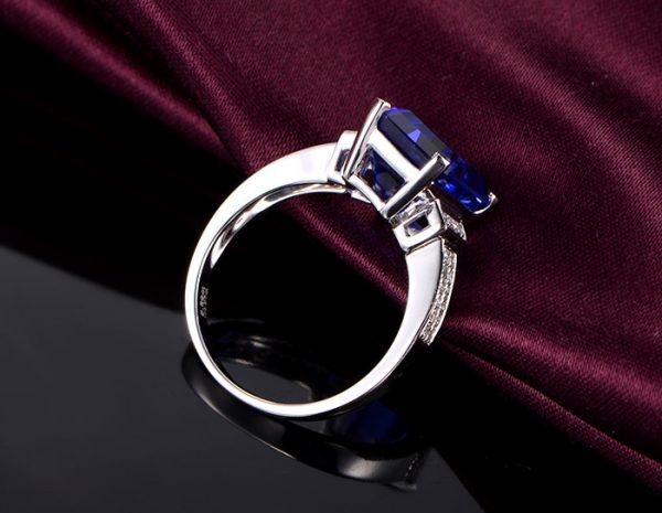 5.8ct Natural Blue Tanzanite in 18K Gold Ring