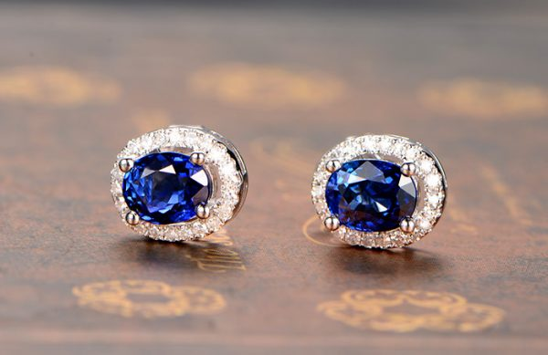 1.08ct Natural Blue Sapphire in 18K Gold Earring