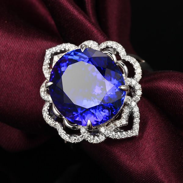 13.15ct Natural Blue Tanzanite in 18K Gold Ring