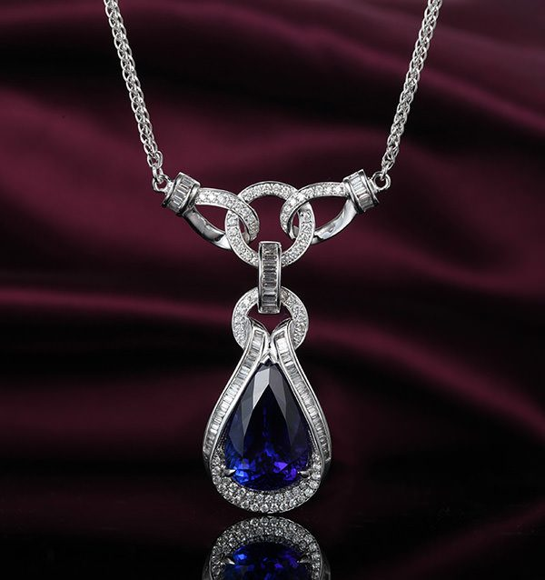 8.05ct Natural Blue Tanzanite in 18K Gold Pendant
