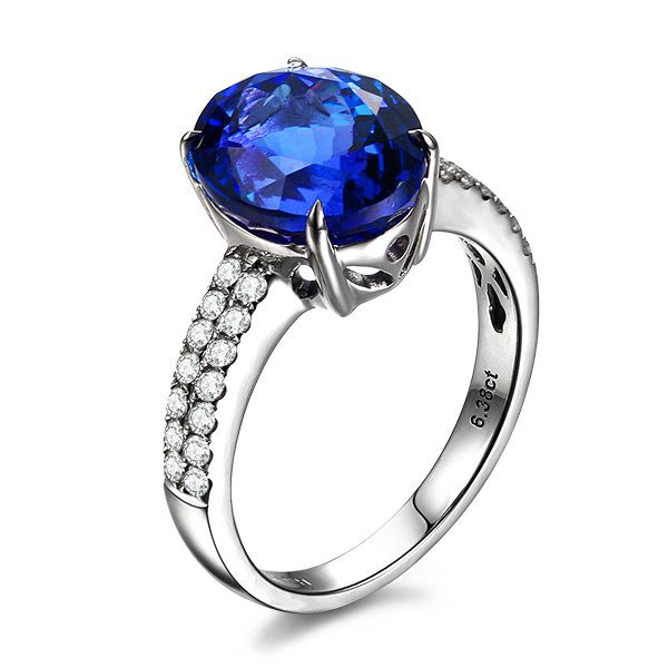 6.38ct Natural Blue Tanzanite in 18K Gold Ring