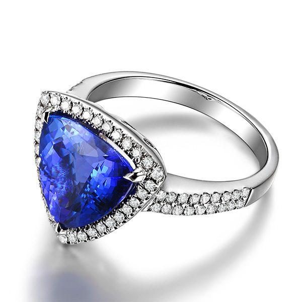 4.38ct Natural Blue Tanzanite in 18K Gold Ring