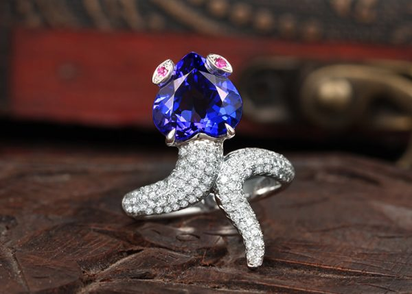 4.55ct Natural Blue Tanzanite in 18K Gold Ring