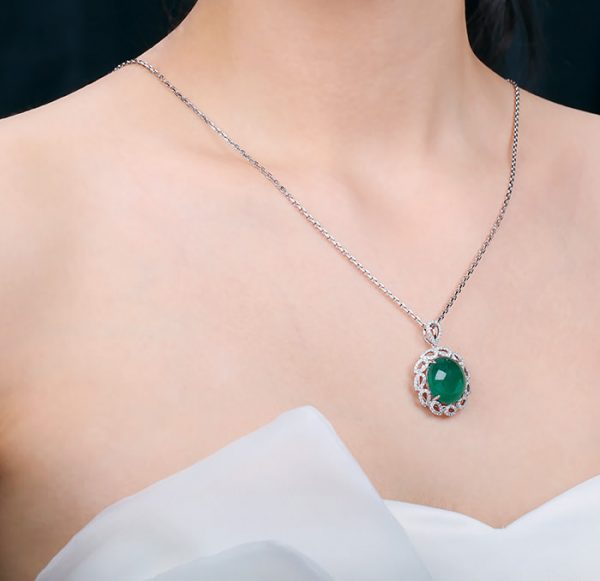 9.5ct Natural Green Emerald in 18K Gold Pendant