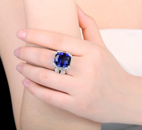 21ct Natural Blue Tanzanite in 18K Gold Ring