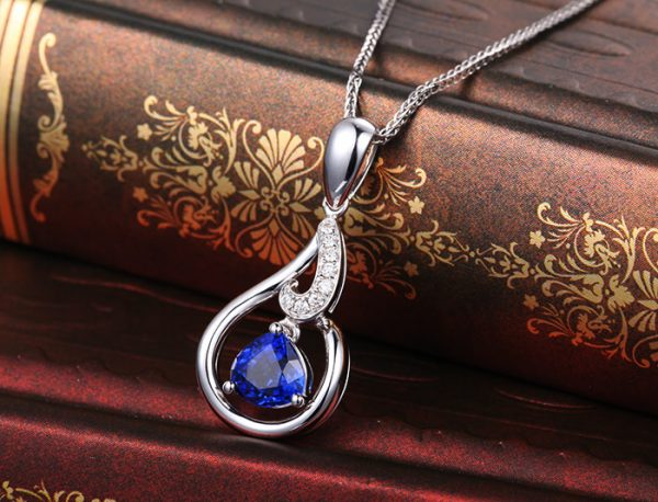 1.25ct Natural Blue Sapphire in 18K Gold Pendant