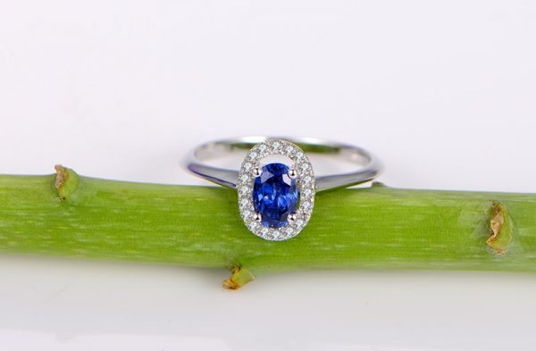 0.67ct Natural Blue Sapphire in 18K Gold Ring