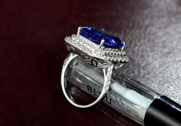 15.5ct Natural Blue Tanzanite in 18K Gold Ring