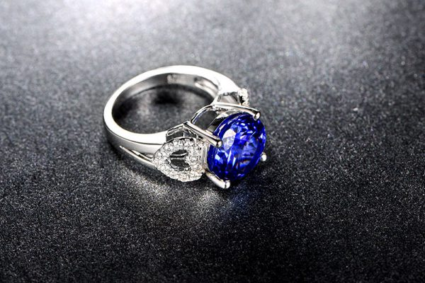 5.7ct Natural Blue Tanzanite in 18K Gold Ring