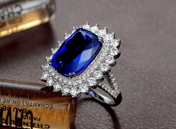 7.15ct Natural Blue Tanzanite in 18K Gold Ring
