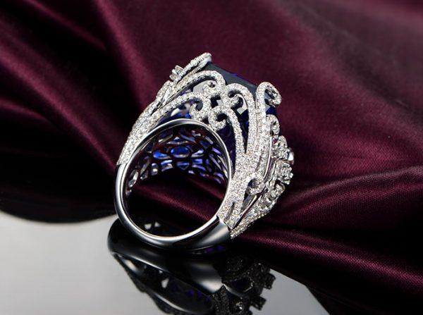 41.5ct Natural Blue Tanzanite in 18K Gold Ring