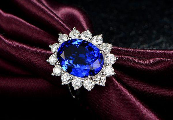 6.55ct Natural Blue Tanzanite in 18K Gold Ring