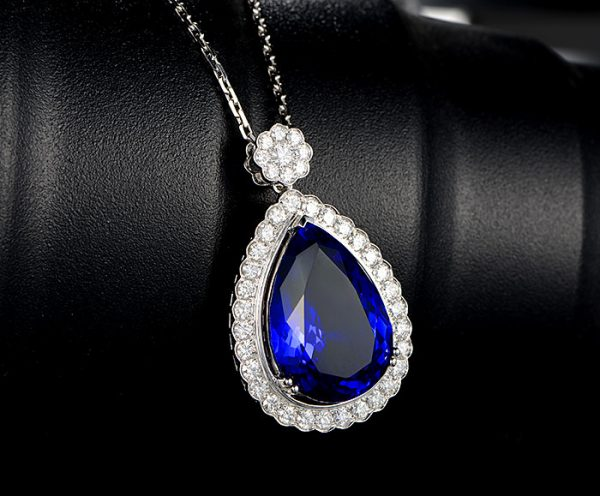 29ct Natural Blue Tanzanite in 18K Gold Pendant