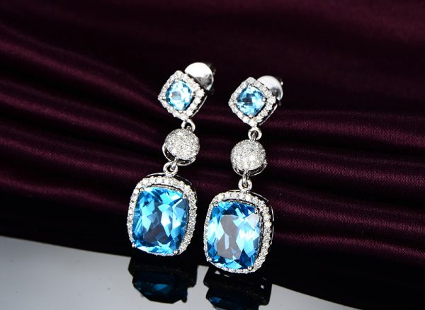 10ct Natural Blue Topaz in 18K Gold Earring