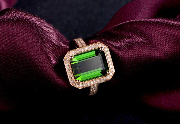 4.2ct Natural Green Tourmaline in 18K Gold Ring