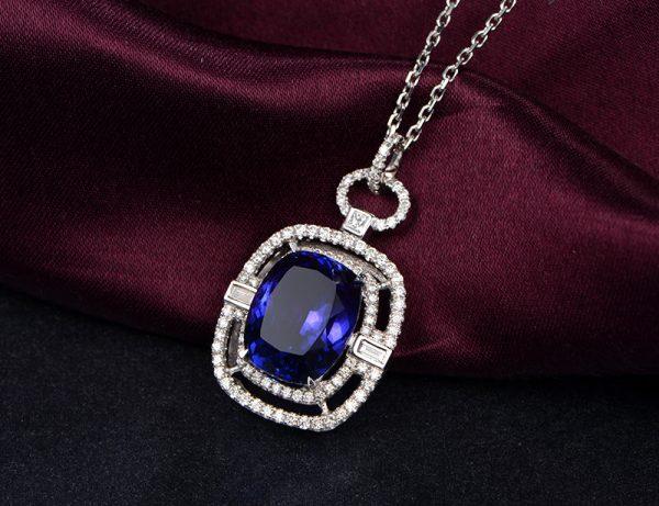 6.55ct Natural Blue Tanzanite in 18K Gold Pendant