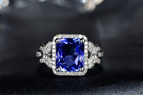 3.85ct Natural Blue Tanzanite in 18K Gold Ring