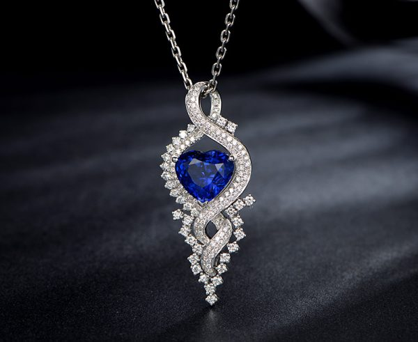 6.8ct Natural Blue Sapphire in 18K Gold Pendant