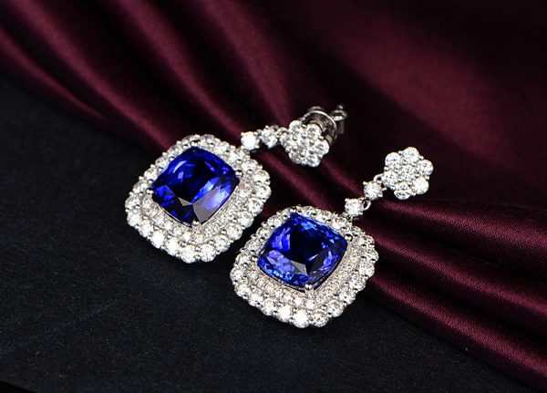 11.5ct Natural Blue Tanzanite in 18K Gold Earring