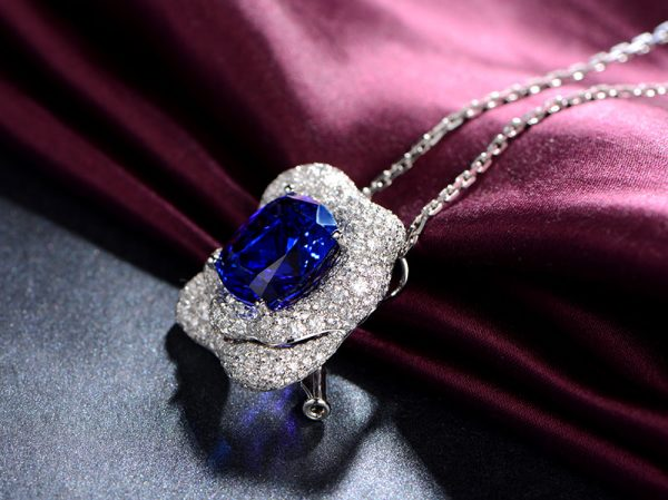 13.15ct Natural Blue Tanzanite in 18K Gold Pendant