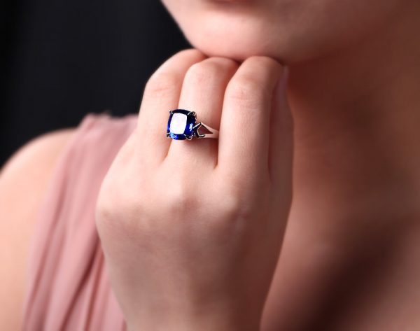 8.72ct Natural Blue Tanzanite in 18K Gold Ring