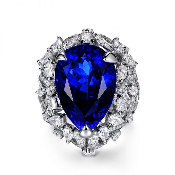 21.5ct Natural Blue Tanzanite in 18K Gold Ring