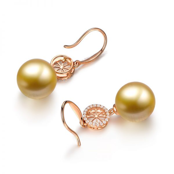 11.7 mm Natural White Pearl in 18K Gold Earring