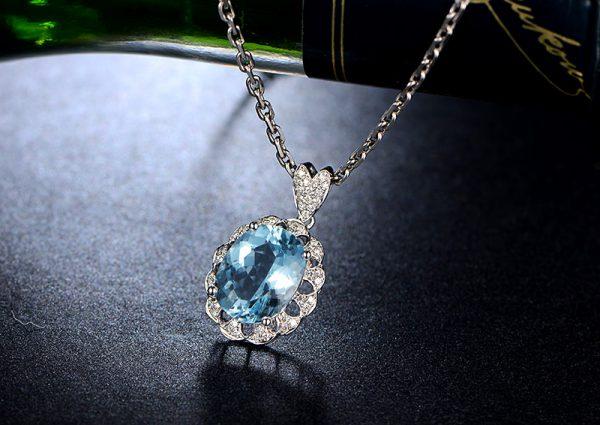 3.06ct Natural Blue Aquamarine in 18K Gold Pendant