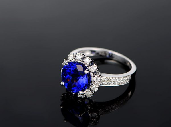 4.45ct Natural Blue Tanzanite in 18K Gold Ring