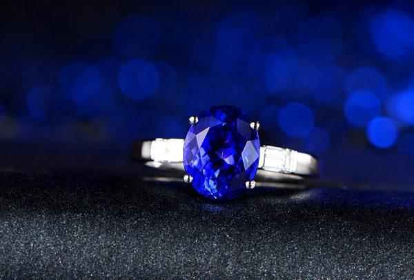 2.66ct Natural Blue Tanzanite in 18K Gold Ring