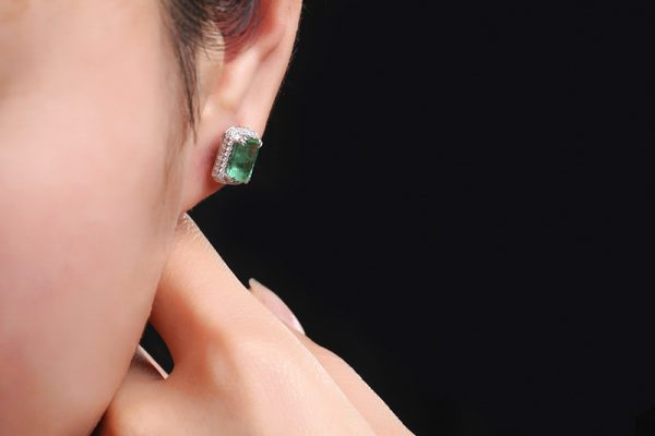 3.3ct Natural Green Emerald in 18K Gold Earring