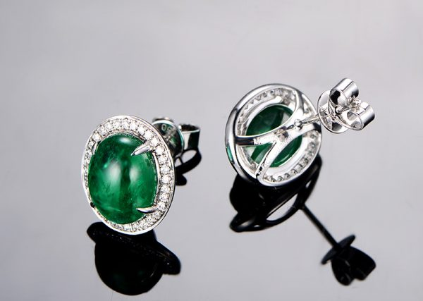 5.5ct Natural Green Emerald in 18K Gold Earring