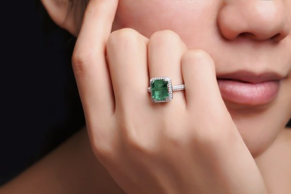 2.9ct Natural Green Emerald in 18K Gold Ring