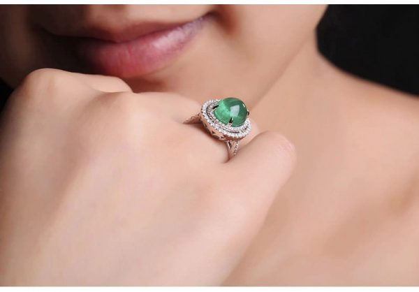 4.2ct Natural Green Emerald in 18K Gold Ring