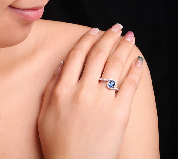 1.05ct Natural Blue Sapphire in 18K Gold Ring