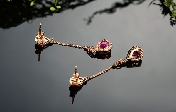 0.76ct Natural Red Ruby in 18K Gold Earring