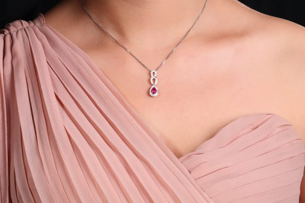 0.57ct Natural Red Ruby in 18K Gold Pendant