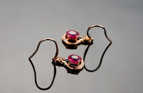 1.05ct Natural Red Ruby in 18K Gold Earring