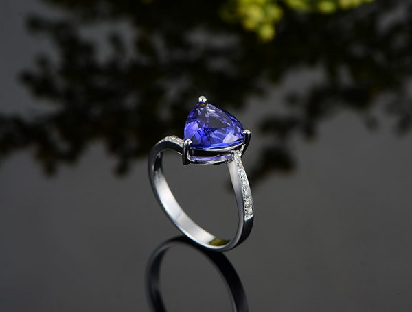 1.55ct Natural Blue Tanzanite in 18K Gold Ring