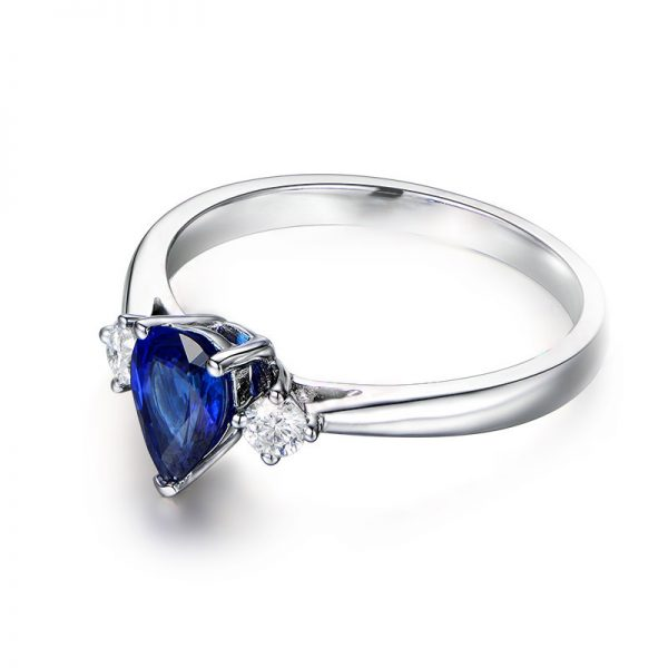 1.01ct Natural Blue Sapphire in 18K Gold Ring