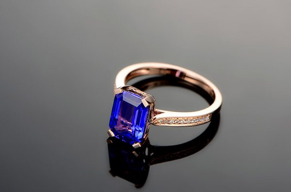 3.15ct Natural Blue Tanzanite in 18K Gold Ring