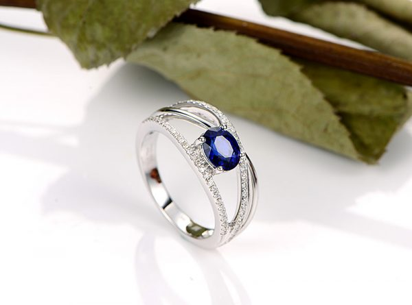 1.25ct Natural Blue Sapphire in 18K Gold Ring