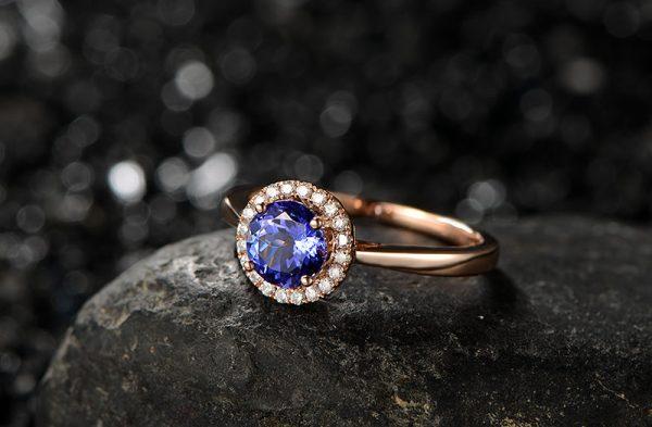 1.01ct Natural Blue Tanzanite in 18K Gold Ring