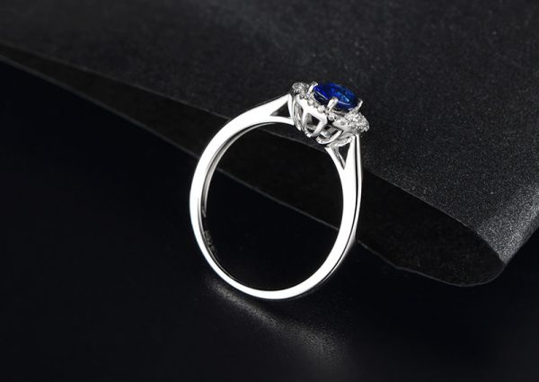 0.75ct Natural Blue Sapphire in 18K Gold Ring