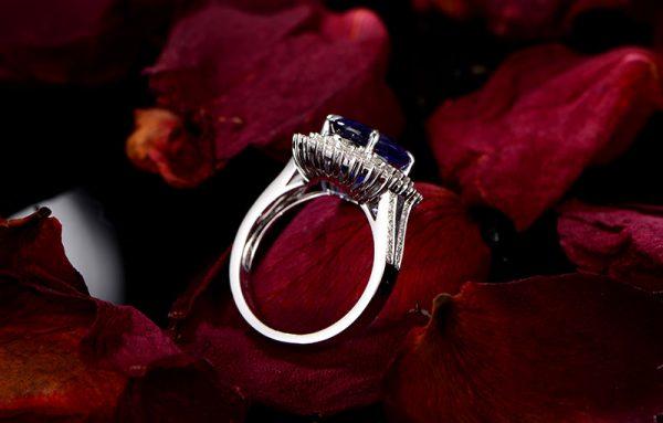 5.5ct Natural Blue Tanzanite in 18K Gold Ring