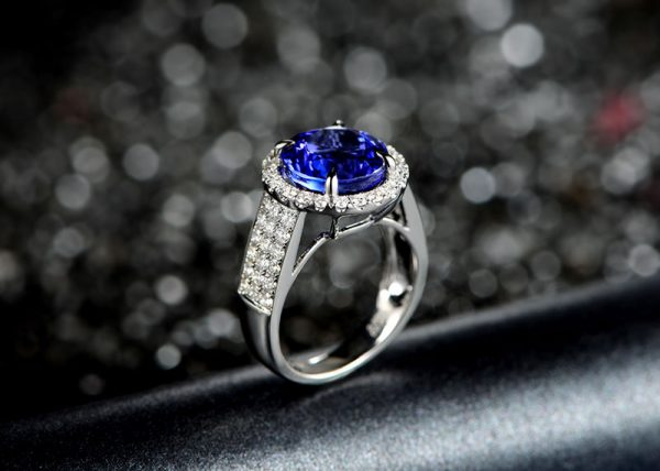 5.5ct Natural Blue Tanzanite in 18K Gold Ring