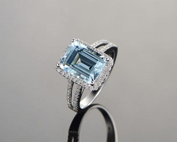 2.65ct Natural Blue Aquamarine in 18K Gold Ring