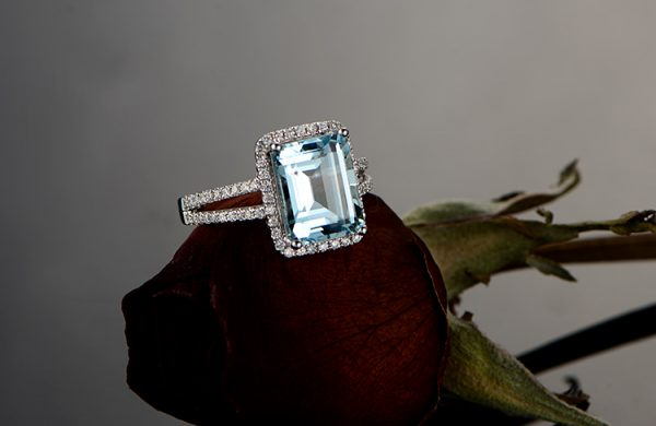 2.65ct Natural Blue Aquamarine in 18K Gold Ring